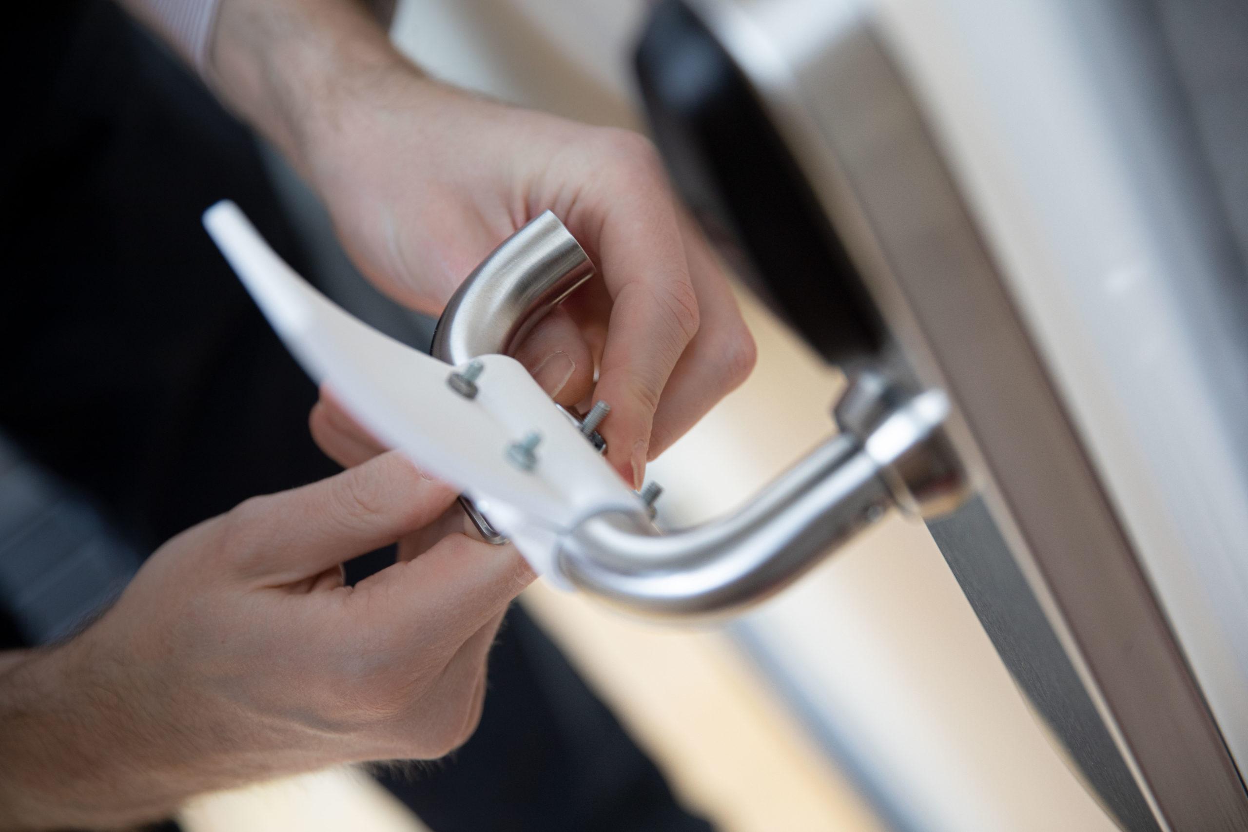 hands-free-door-opener-Materialise_01