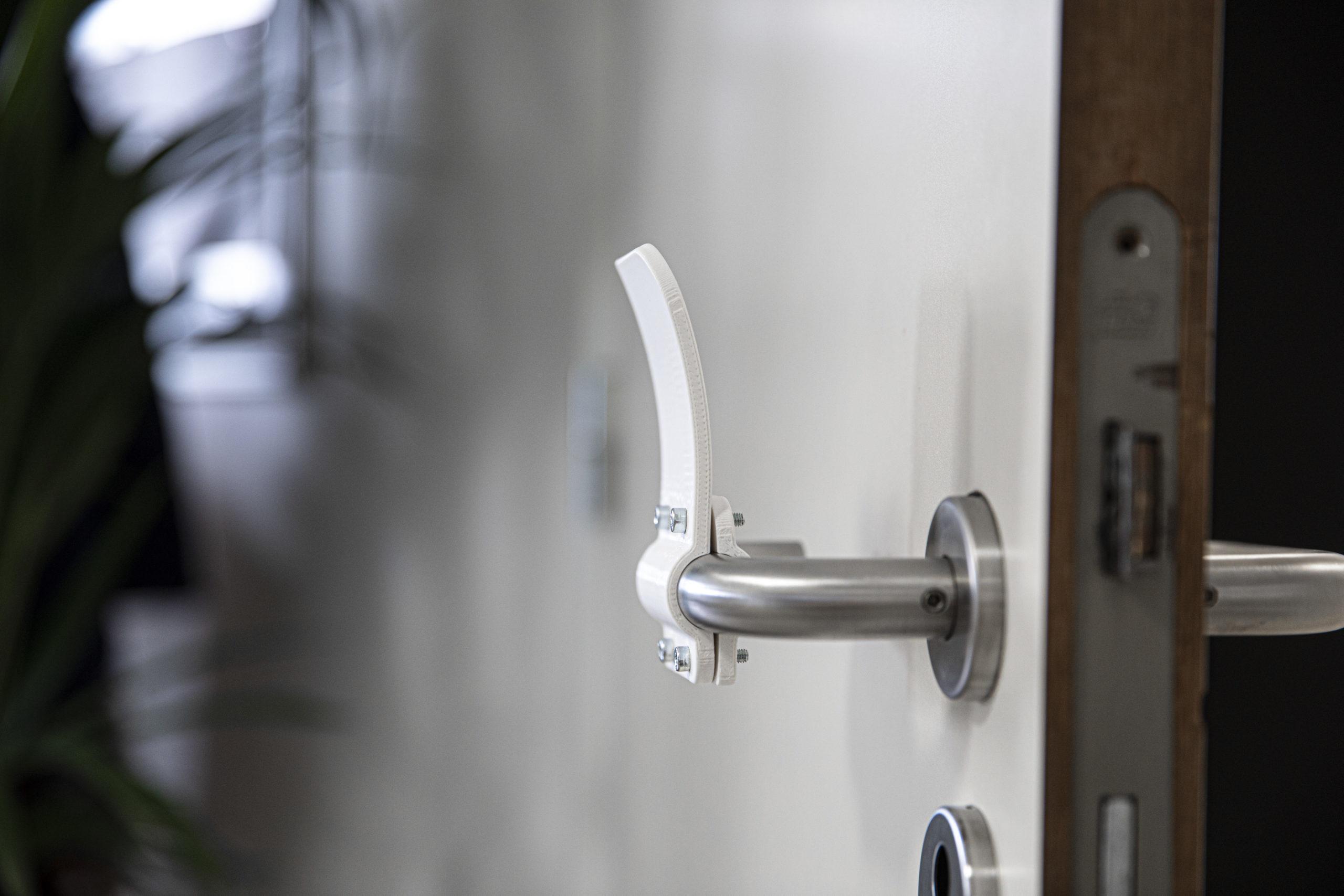 hands-free-door-opener-Materialise_03