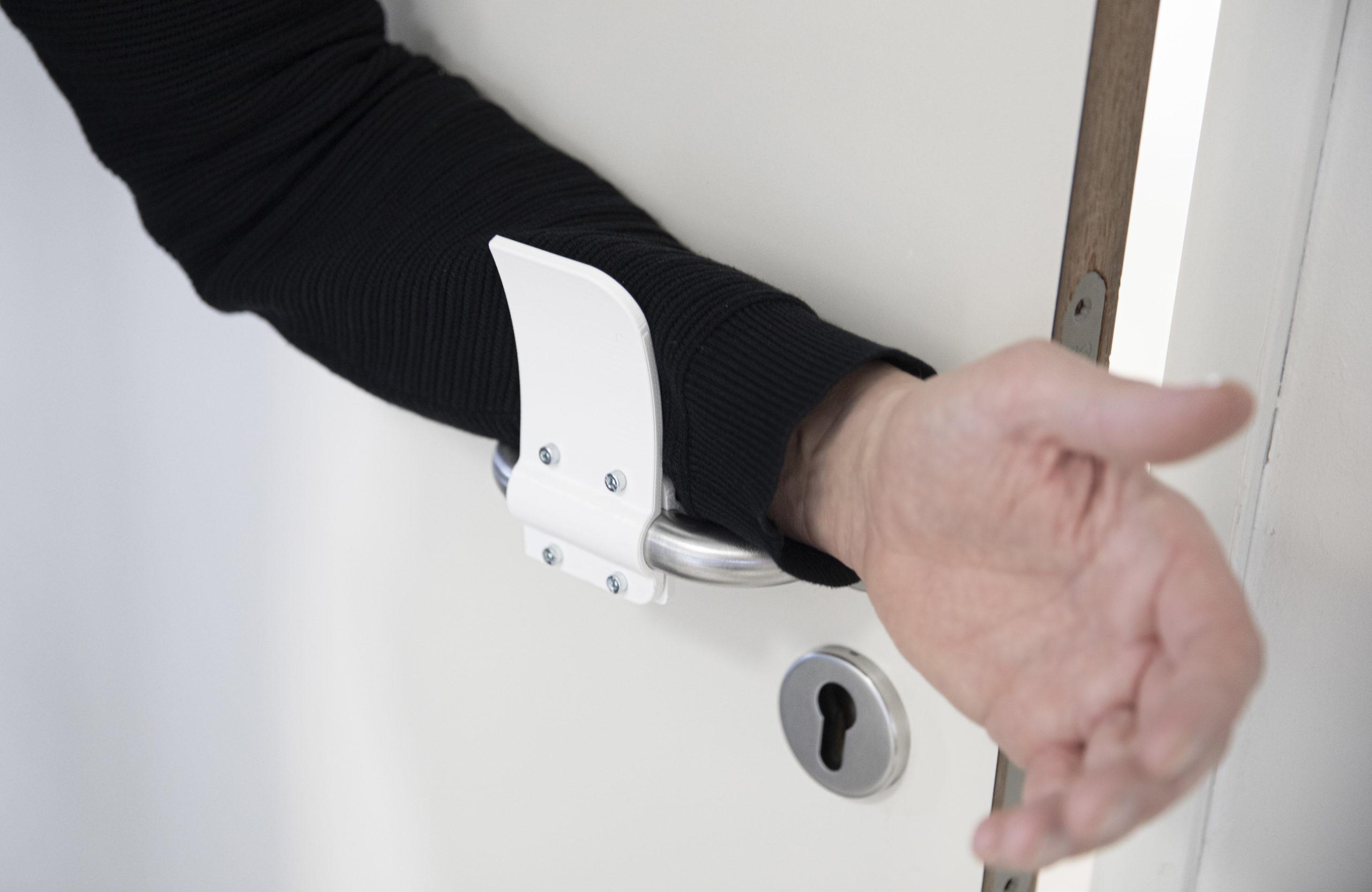 hands-free-door-opener-Materialise_04