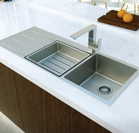 robinet moderne d'évier
