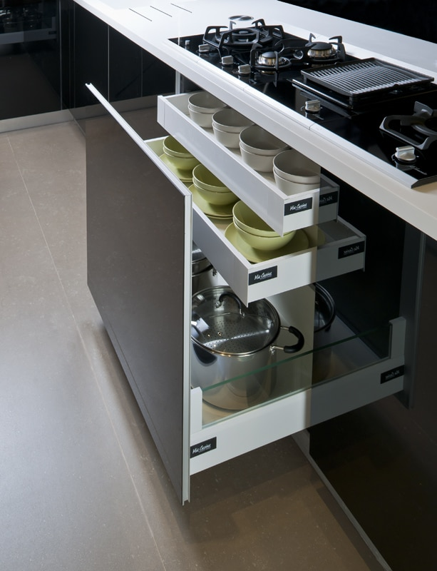 rangements astucieux pour aménager une très petite cuisine.