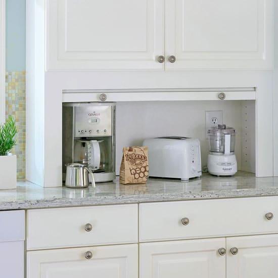 Mélange de matières et finitions lisses caractérisent les cuisines contemporaines.