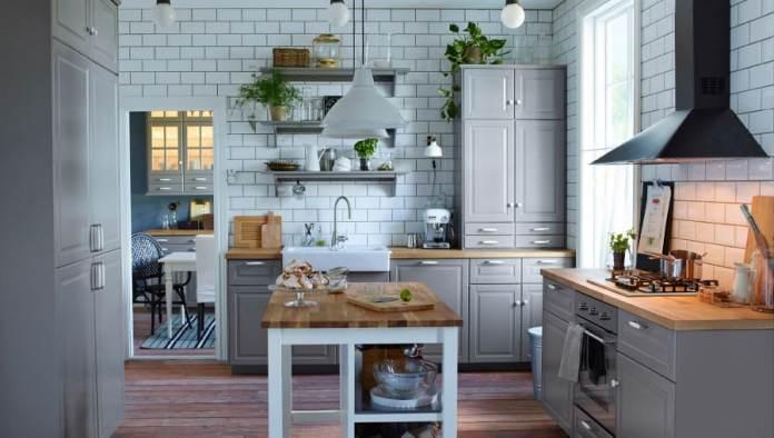 Ici, les designers de chez Ikea a choisi le gris pastel comme couleur et cela ressort plutôt bien ave