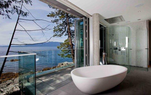 salle-de-bain-zen-avec-baignoire-blanche