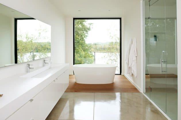 grande-salle-de-bain-avec-baignoire-ilot