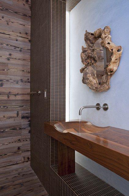 robinet-moderne-dans-sdb-traditionnelle