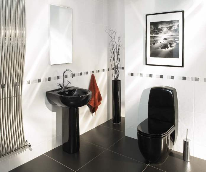 Salle de bain aux accessoires noirs. Source : www.valiet.org