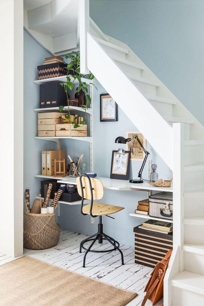 aménagement d'un bureau sous l'escalier