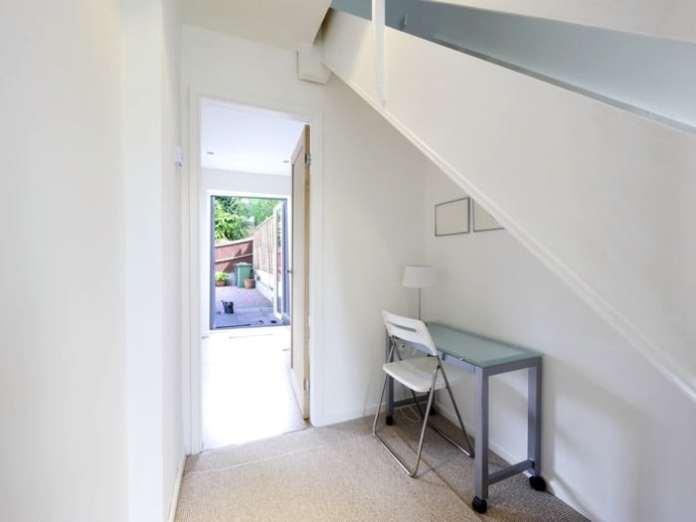 espace-vide-sous-escalier-david-hughes-92