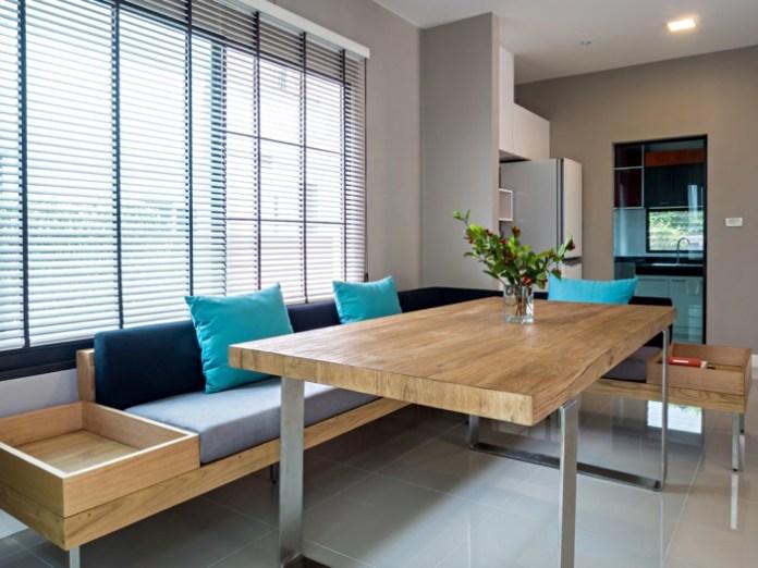 table de salle à manger en bois clair (hêtre)