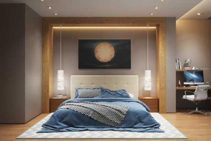 Une chambre à coucher avec des spots intégrés dans le plafond et deux suspensions design qui font office de lampe de chevet