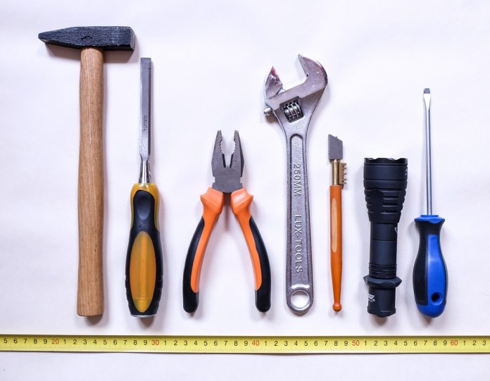outils de base du bricoleur