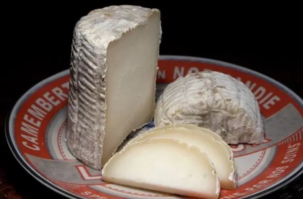 astuce-blanchir-dents-naturellement-aliments-blanchissent-fromages dents blanches