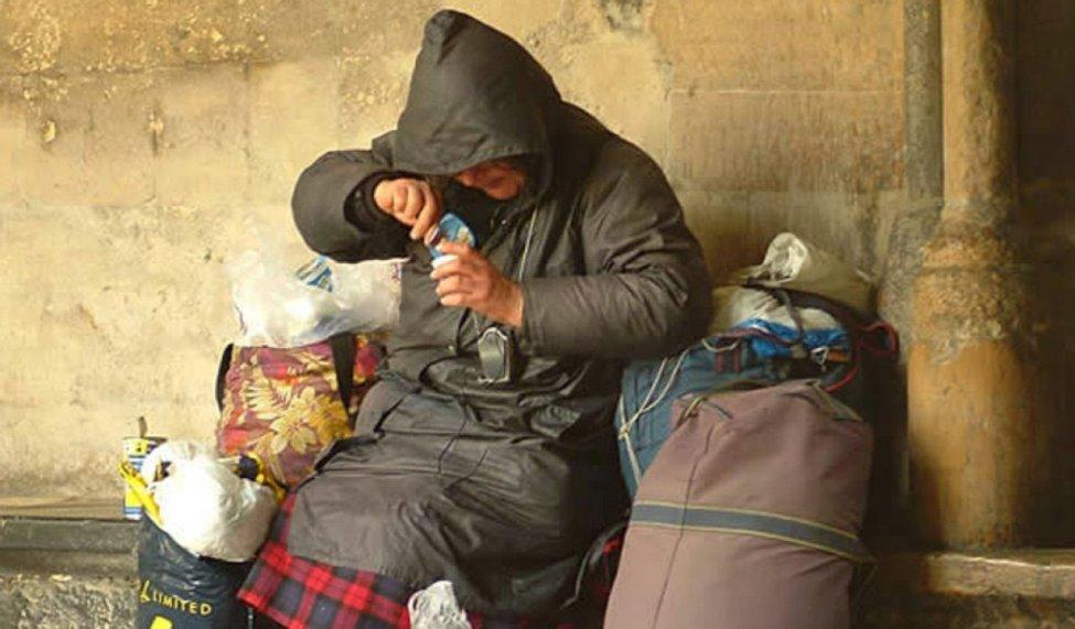 Risultati immagini per combattiamo la povertà non le persone