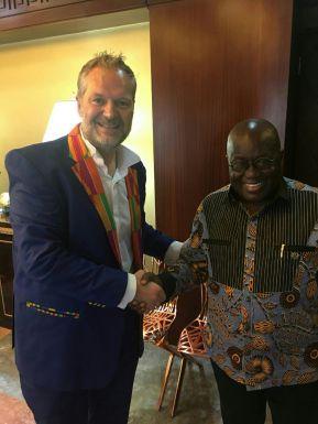 Il console Colasuonno Taricone con il presidente del Ghana Akufo Addo