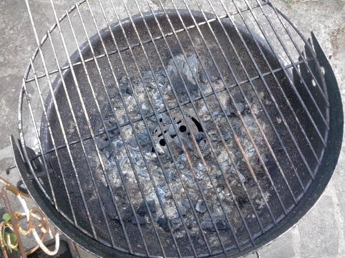 nettoyer la grille du barbecue sans toxiques le barbecue de rafa. Black Bedroom Furniture Sets. Home Design Ideas