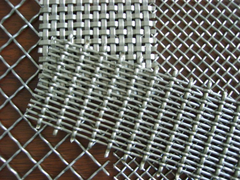 Industrial wire mesh weaving machine