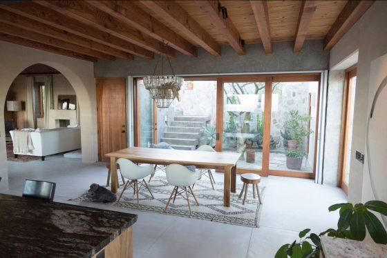 Basit ve modern ahşap yemek odası tasarımı