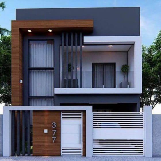 İki katlı modern bir evin cephesi, çevre çiti var