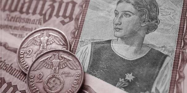 Attraverso la creazione di una moneta complementare, in pratica!