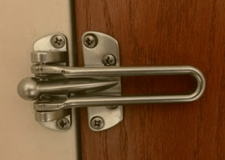 Consultantsmind Door latch