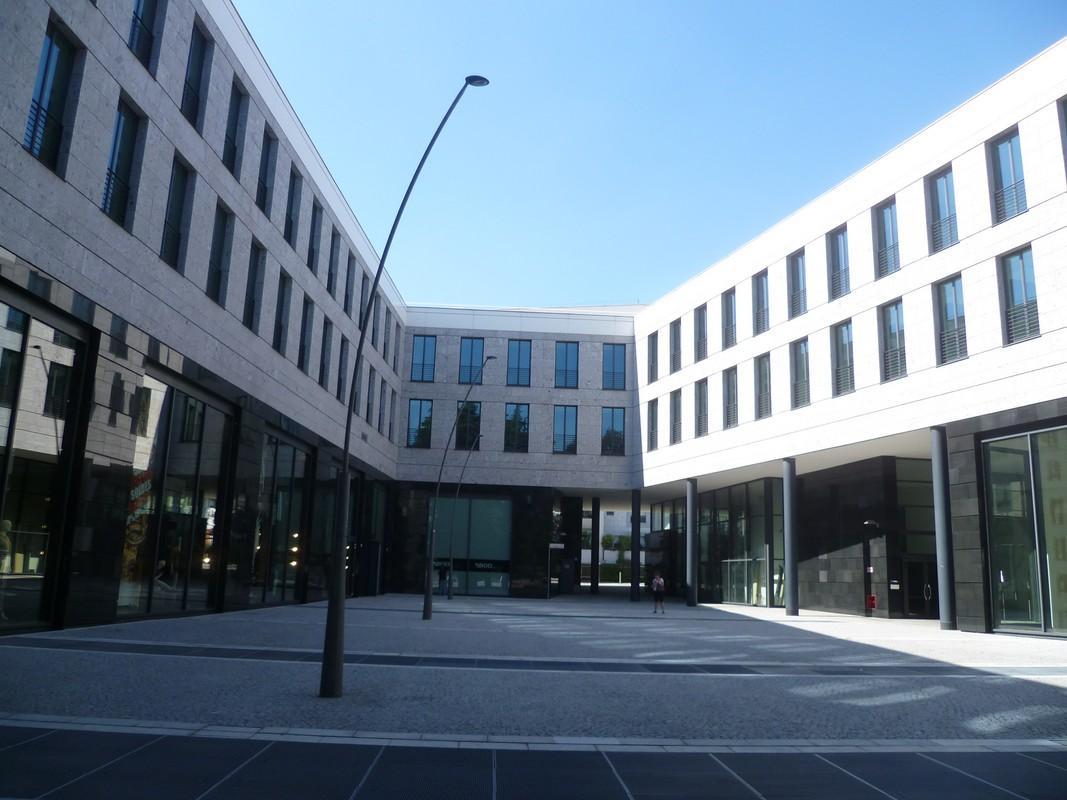 La nostra sede in piazza Gianfranco Ferré a Legnano (MI)