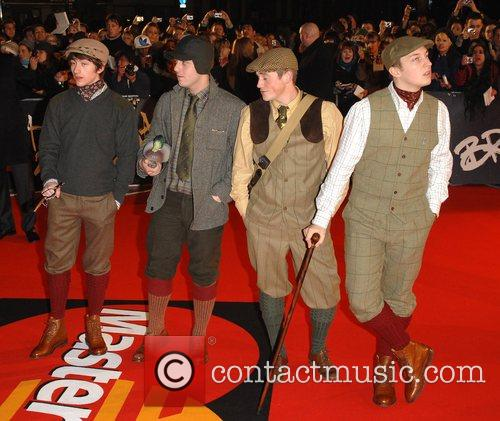 https://i1.wp.com/www.contactmusic.com/pics/l/brit_awards_arrivals_25_200208/arctic_monkeys_1768087.jpg