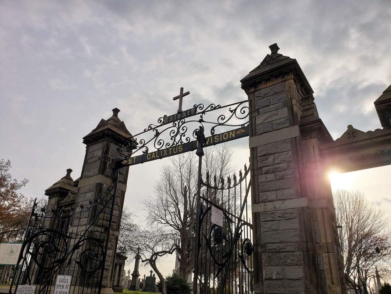 Puerta de entrada cementerio calvario 2