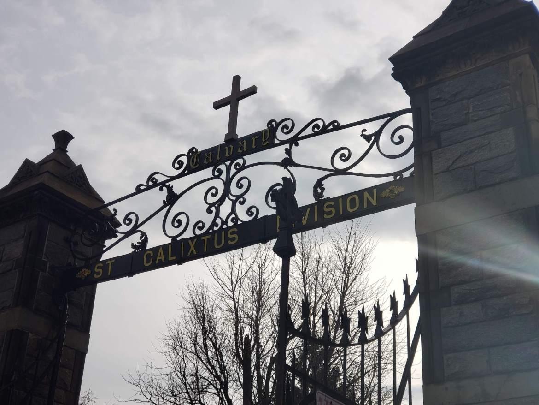 Puerta de entrada cementerio calvario 3