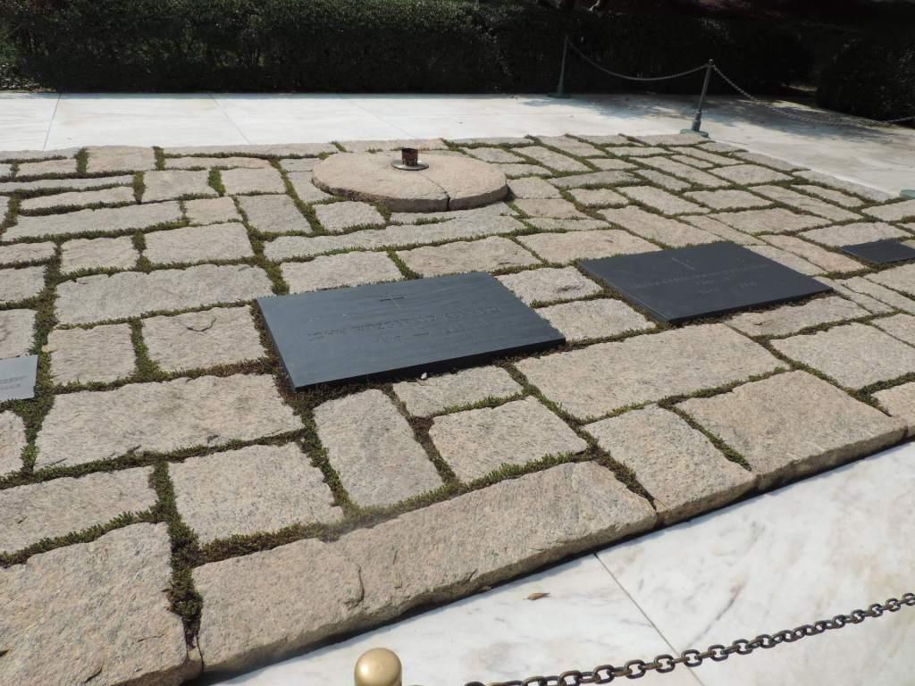 Tumba de Kennedy en el cementerio de Arlington