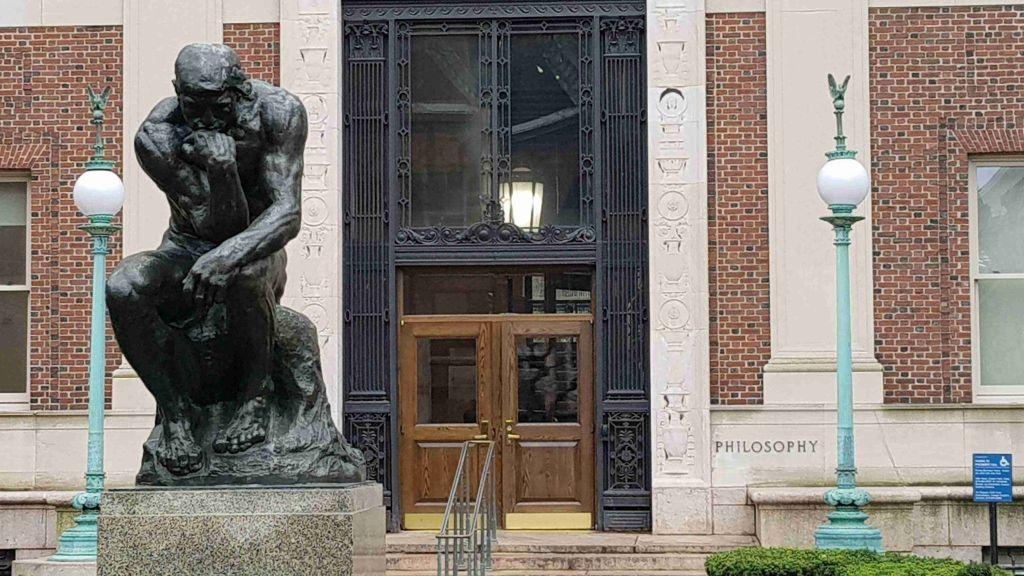 El Pensador de Rodin en la Facultad de Folosofia de la Universidad de Columbia
