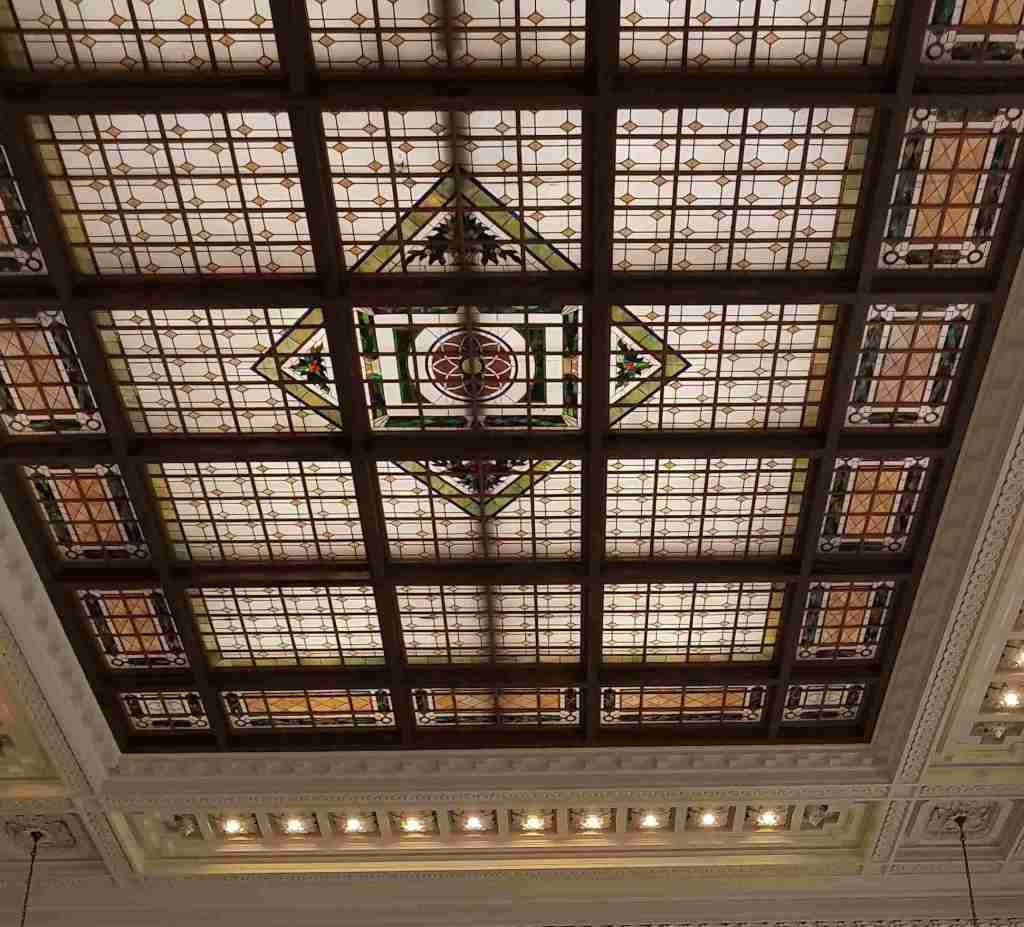Impresionante techo vidriado de Tiffany en Terminal de Hoboken