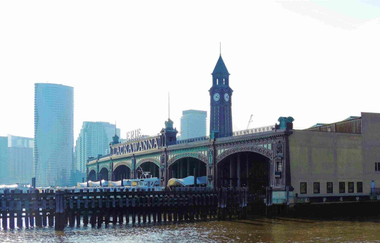 Vista desde el agua de la Terminal de Hoboken