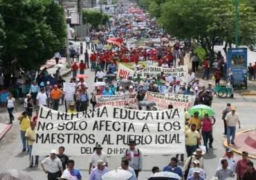 Docentes mexicanos se movilizan contra la reforma educativa