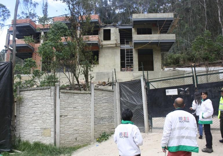 Construcción de cinco viviendas de lujo tienen en riesgo cerros orientales de Bogotá