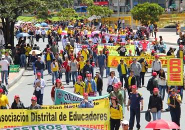 Educadores marchan en Bogotá en contra de privatización de la educación