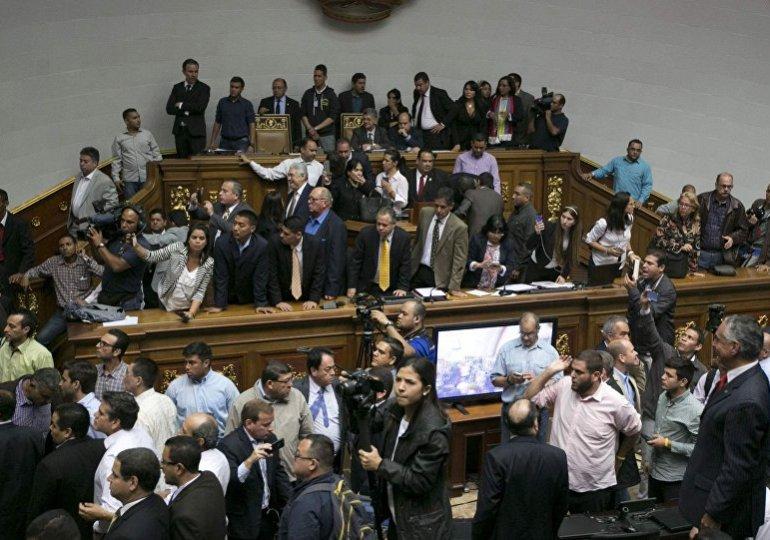 Oposición venezolana violaría Constitución si destituye a Maduro
