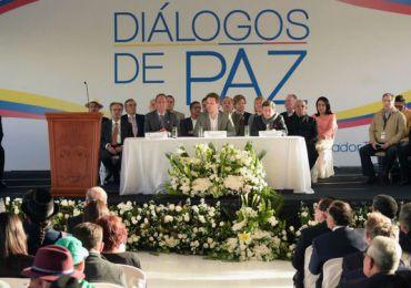 Gobierno debe fortalecer su equipo en la mesa de diálogos en Quito: De Currea