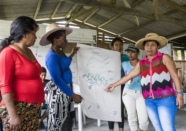 """""""Todas reunidas no vamos a olvidar, vamos a reconciliarnos"""": Mujeres del Río Naya"""