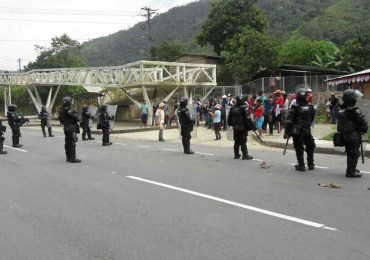 Persiste arremetida del ESMAD contra población de Buenaventura