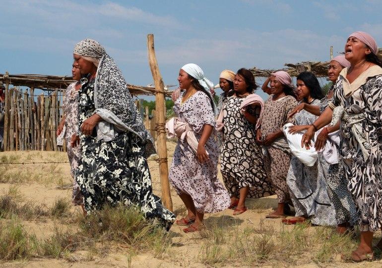 Mujeres indígenas del Resguardo Provincial completan un mes protestando contra Cerrejón