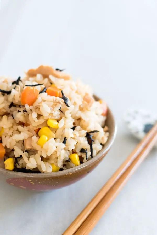 Bowl of tuna takikomi rice with carrots, hijiki, corn, and tuna.