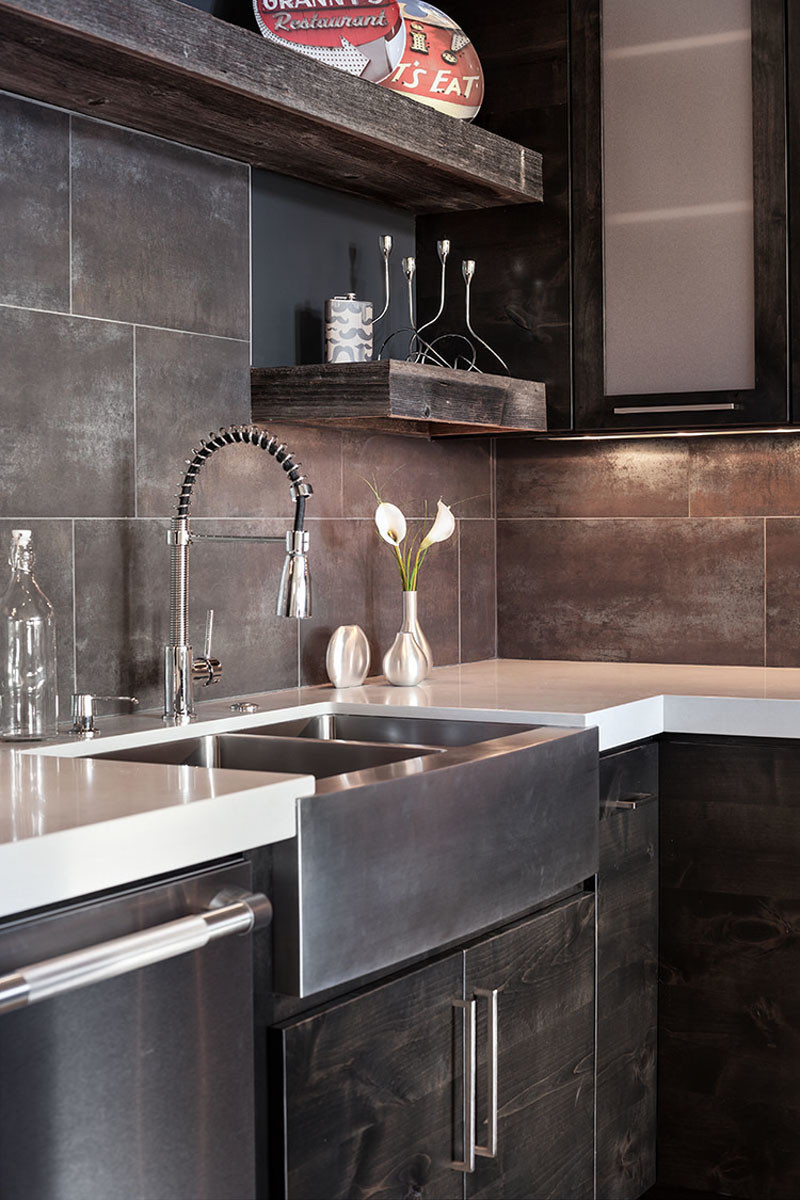 never let anyone tell you that farmhouse sinks can t be on kitchens with farmhouse sinks id=95869