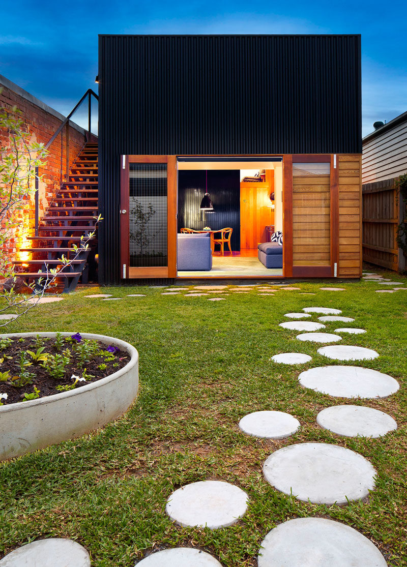 10 Landscaping Ideas For Using Stepping Stones In Your ... on Stepping Stone Patio Ideas  id=88813