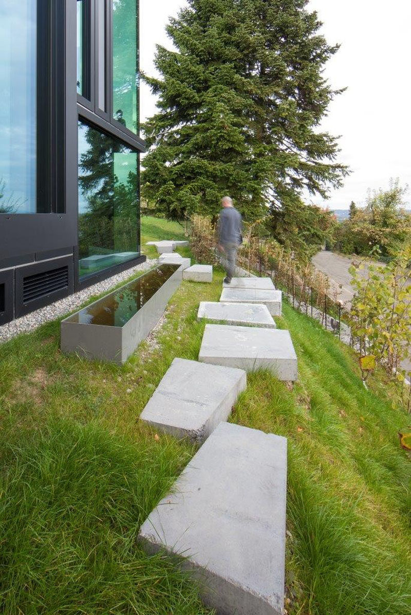 10 Landscaping Ideas For Using Stepping Stones In Your ... on Stepping Stone Patio Ideas  id=78604