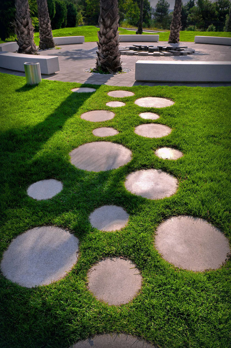 10 Landscaping Ideas For Using Stepping Stones In Your ... on Backyard Pavers And Grass Ideas id=76192