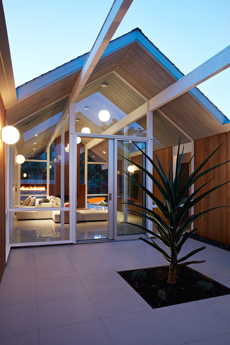 This Mid Century Modern Eichler House In California Got A