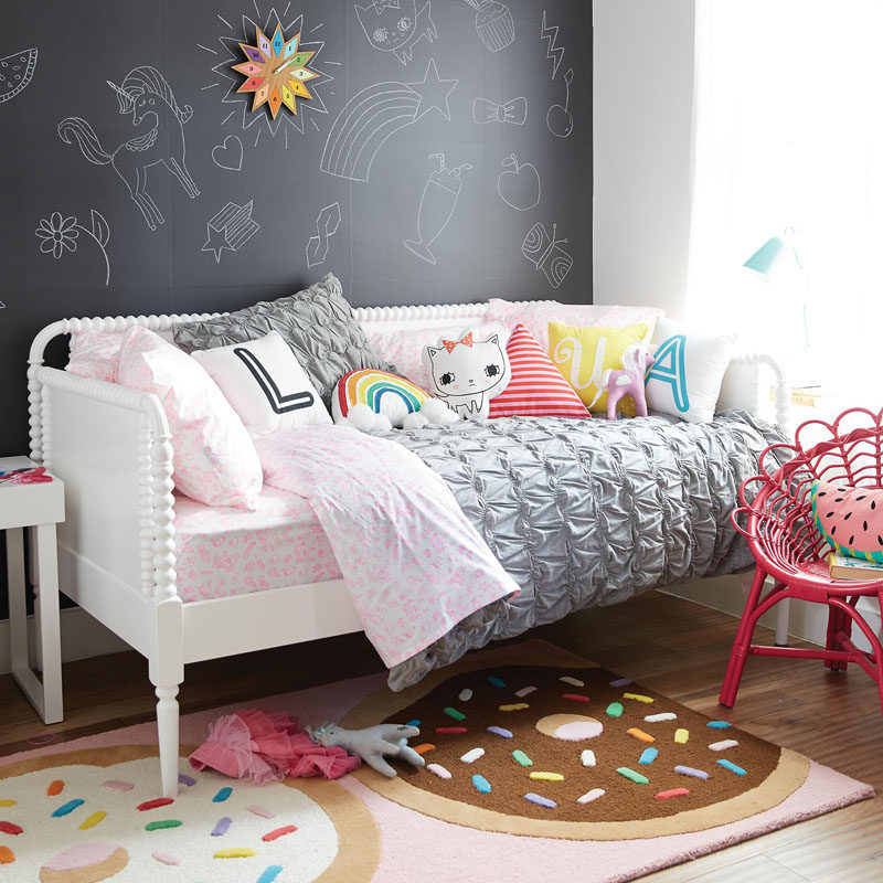 Cute Bedroom Decorating Ideas For Modern Girls on Pretty Room Decor For Girl  id=61279