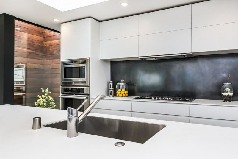 Kitchen Design Ideas - 9 Backsplash Ideas For A White Kitchen on Backsplash Ideas For Dark Cabinets  id=63204