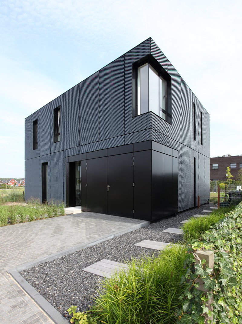 14 Examples Of Modern Houses With Black Exteriors ... on Modern House Siding Ideas  id=30786